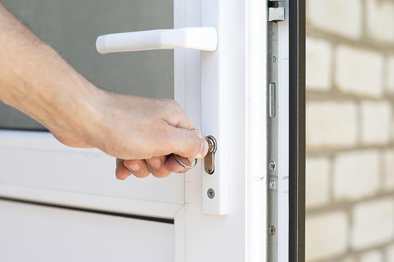 Nos conseils pour installer un ensemble de porte