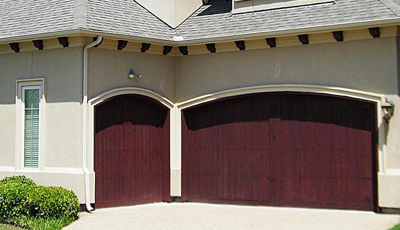 Porte de garage récemment renforcer par un serrurier à Lyon